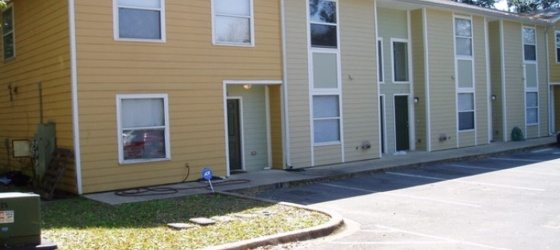 Housing Lone Oak Condominiums for College Students